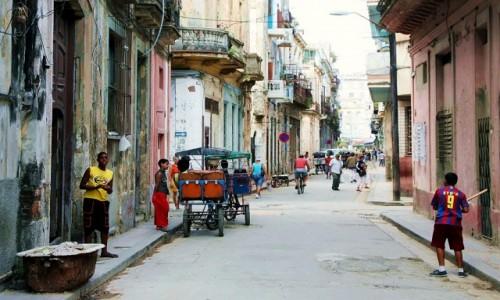 Zdjęcie KUBA / La Habana  / Hawana Vieja / Życie ulicy