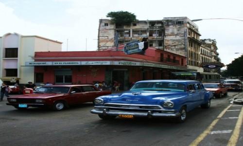 Zdjęcie KUBA / Hawana / Hawana Vieja / Dość tłoczno przed El Floridita