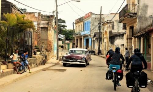 KUBA / hawana / village / Kuba na rowerze