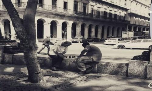 Zdjecie KUBA / -Paseo del Prado / Havana / Simple Cuban Life