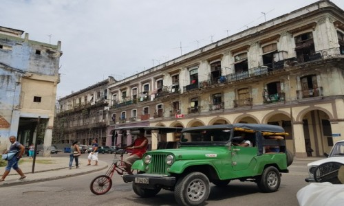 Zdjecie KUBA / Havana / Havana / Walking around