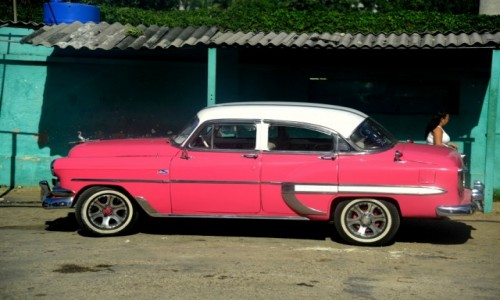 Zdjęcie KUBA / xxx / Hawana / Różowe autko