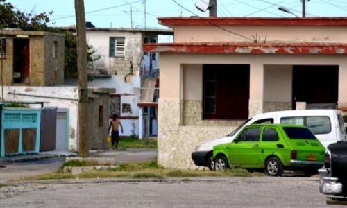 Zdjecie KUBA / xxx / Hawana / Zielony maluch na Kubie