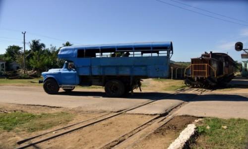 Zdjęcie KUBA / xxx / Santa Clara / Ciężarówka jako środek transportu