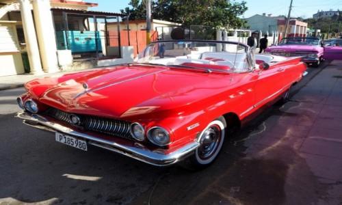 Zdjecie KUBA / okolice Hawany / Cojimar / Czerwony cadillac