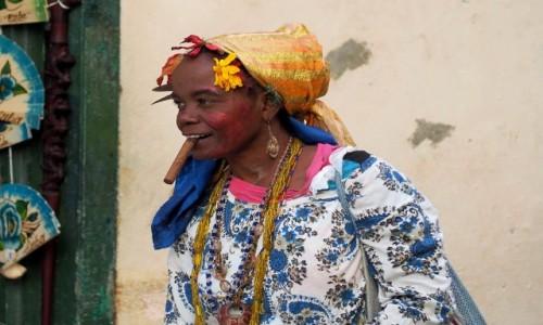 Zdjęcie KUBA / płn. Kuba / Hawana / Kwiaty we włosach....