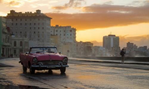 Zdjęcie KUBA / Hawana / Malecon /  Hawana o zachodzie słońca