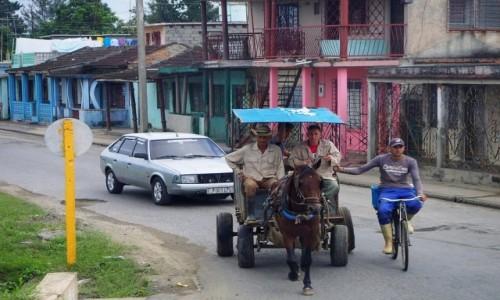 Zdjecie KUBA / południowa Kuba / w drodze do Tinidadu / Różne środki komunikacji