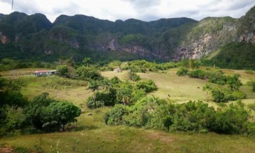 KUBA / Pinar del Rio / Vinales / Mogoty w dolinie