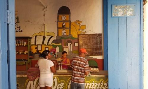 KUBA / Prowincja Sancti Spiritus / Trinidad / Nie musi być długo otwarty