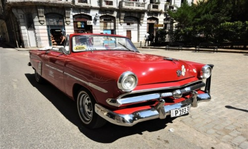 Zdjęcie KUBA / Stolica / La Habana / La Habana kubańskie auta