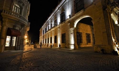 Zdjęcie KUBA / Stolica / La Habana / La Habana nocą