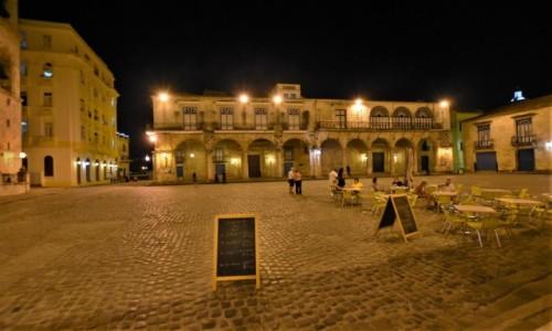 Zdjecie KUBA / Stolica / La Habana / La Habana plac katedralny