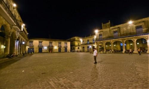 Zdjecie KUBA / Stolica / La Habana / La Habana, plac katedralny