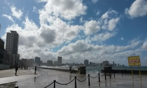 Zdjecie KUBA / Hawana / Hawana / Mallecon po tornadzie
