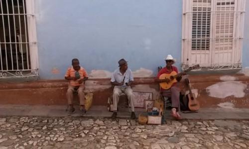Zdjecie KUBA / Trinidad / Trinidad / Trinidad uliczni artyści
