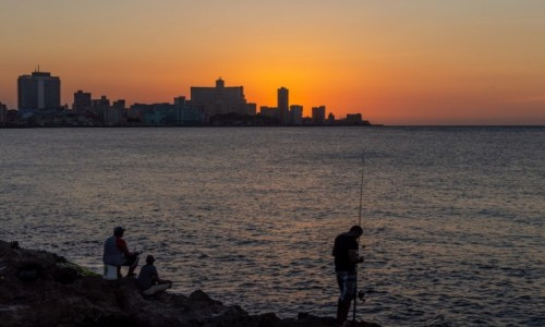 Zdjęcie KUBA / Havana / Malecon / Wieczorem na Maleconie