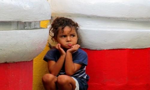 Zdjecie KUBA / Santiago de Cuba / Plaza Dolores / Dziewczynka Kubańska