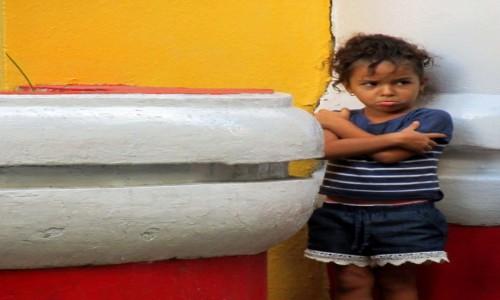 Zdjecie KUBA / Santiago de Cuba / Plaza Dolores / Kubańska Dziewczynka