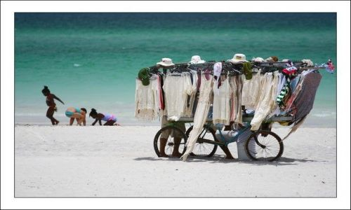 Zdjecie KUBA / Matanzas / Varadero / Plażowy kramik