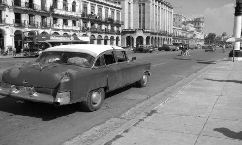 Zdjecie KUBA / północ / Hawana / old car