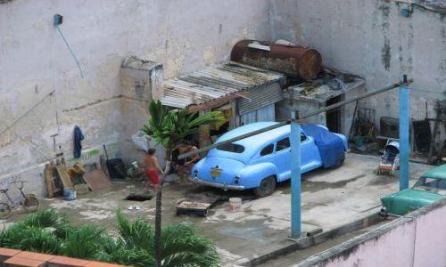 Zdjecie KUBA / Kuba / Havana / na podwórku