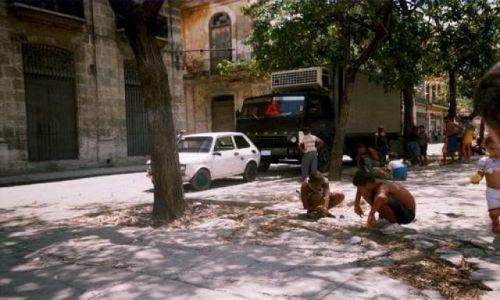 Zdjecie KUBA / Hawana / Hawana / Zabawy Kubańskich dzieci