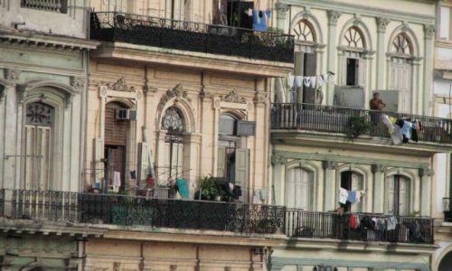 KUBA / Habana / na przeciwko capitolio / kamienice