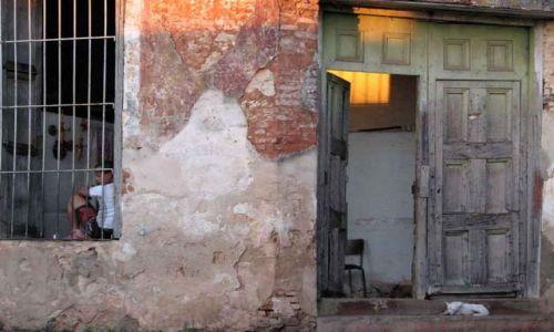 Zdjecie KUBA / trynidad / ulica / ventana