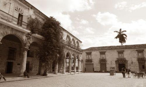 Zdjęcie KUBA / Habana / Habana Vieje / Plaza de la Catedral