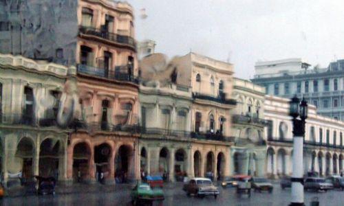 Zdjecie KUBA / kuba / havana / przez szybę w strugach deszczu