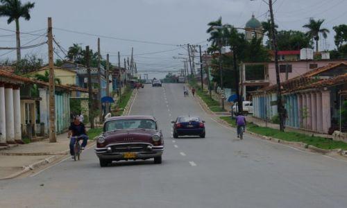 Zdjecie KUBA / Pinor / Vinales / Kuba i samochod