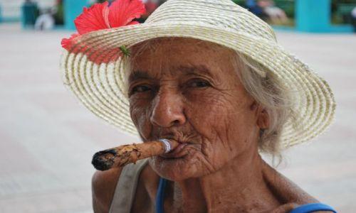 Zdjęcie KUBA / Santiago de Cuba / Santiago / COHIBA BABA