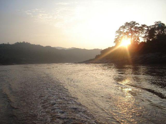 Zdj�cia: polnoc, -granica , mekong, LAOS