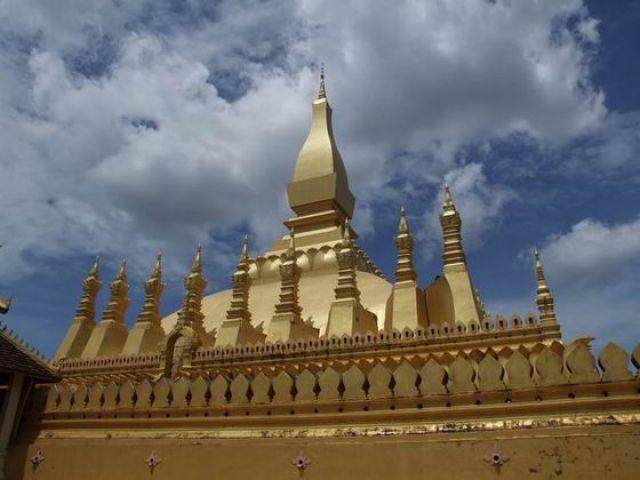 Zdjęcia: Pha That Luang, najważniejsza świątynia w Laosie, LAOS
