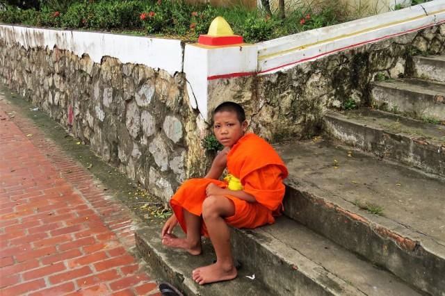 Zdjęcia: Luangprabang, Odpoczynek po ceremonii wręczania jałmużny, LAOS
