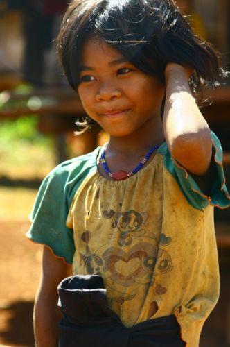 Zdj�cia: P�askowy� Bolaven, Dziewczynka z wioski gdzie robi si� trumny2, LAOS