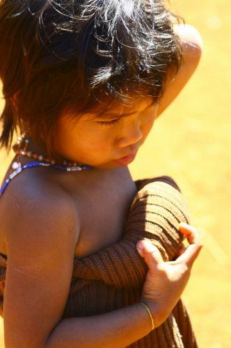 Zdj�cia: P�askowy� Bolaven, Dziewczynka z wioski gdzie robi si� trumny6, LAOS