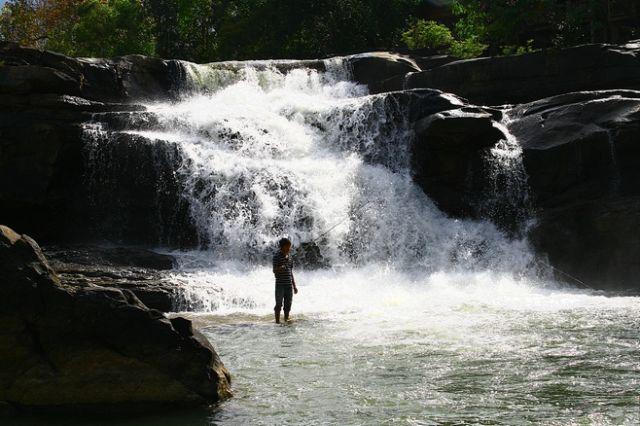 Zdjęcia: Płaskowyż Bolaven, A niektórzy w tych wodospadach szukają rybek, LAOS