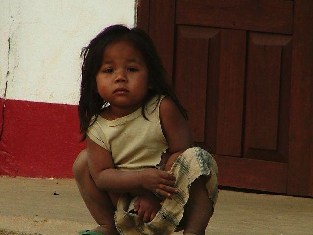 Zdjęcia: górska wioska południowego Laosu, Dziewczynka, LAOS