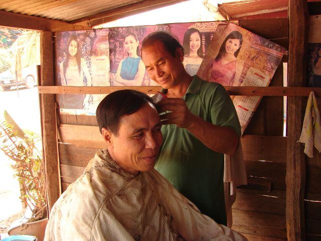 Zdjęcia: na trasie , U fryzjera , LAOS
