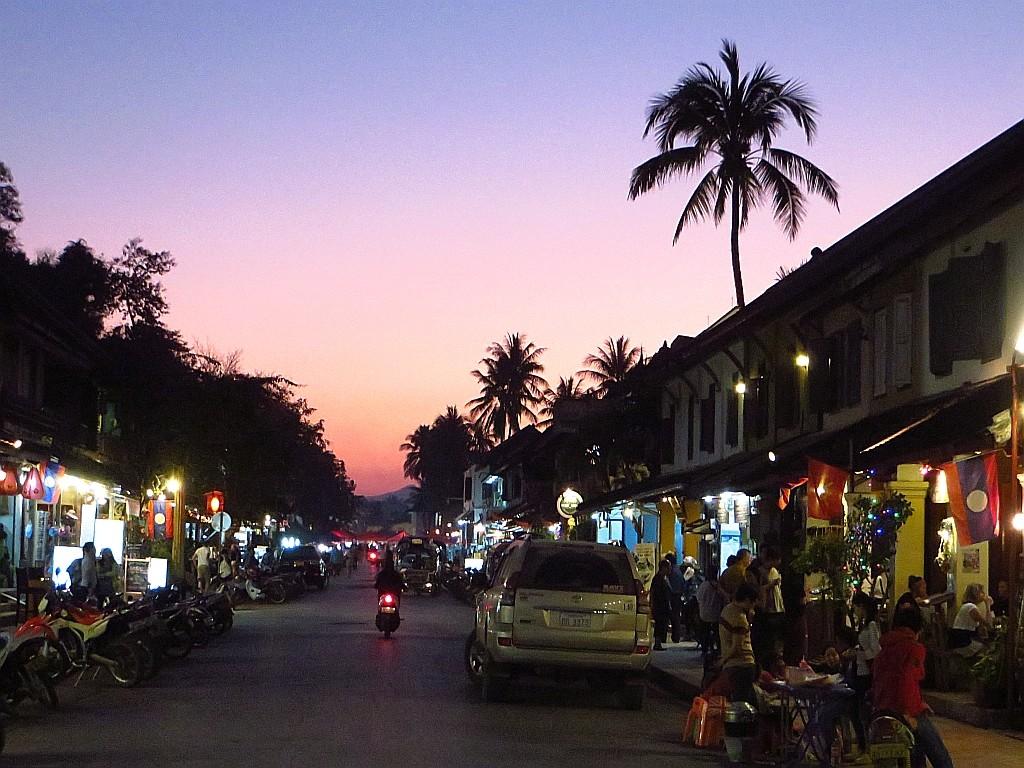 Zdjęcia: Luang Prabang, Laos północny,  Sisavangvong o zachodzie słońca, LAOS