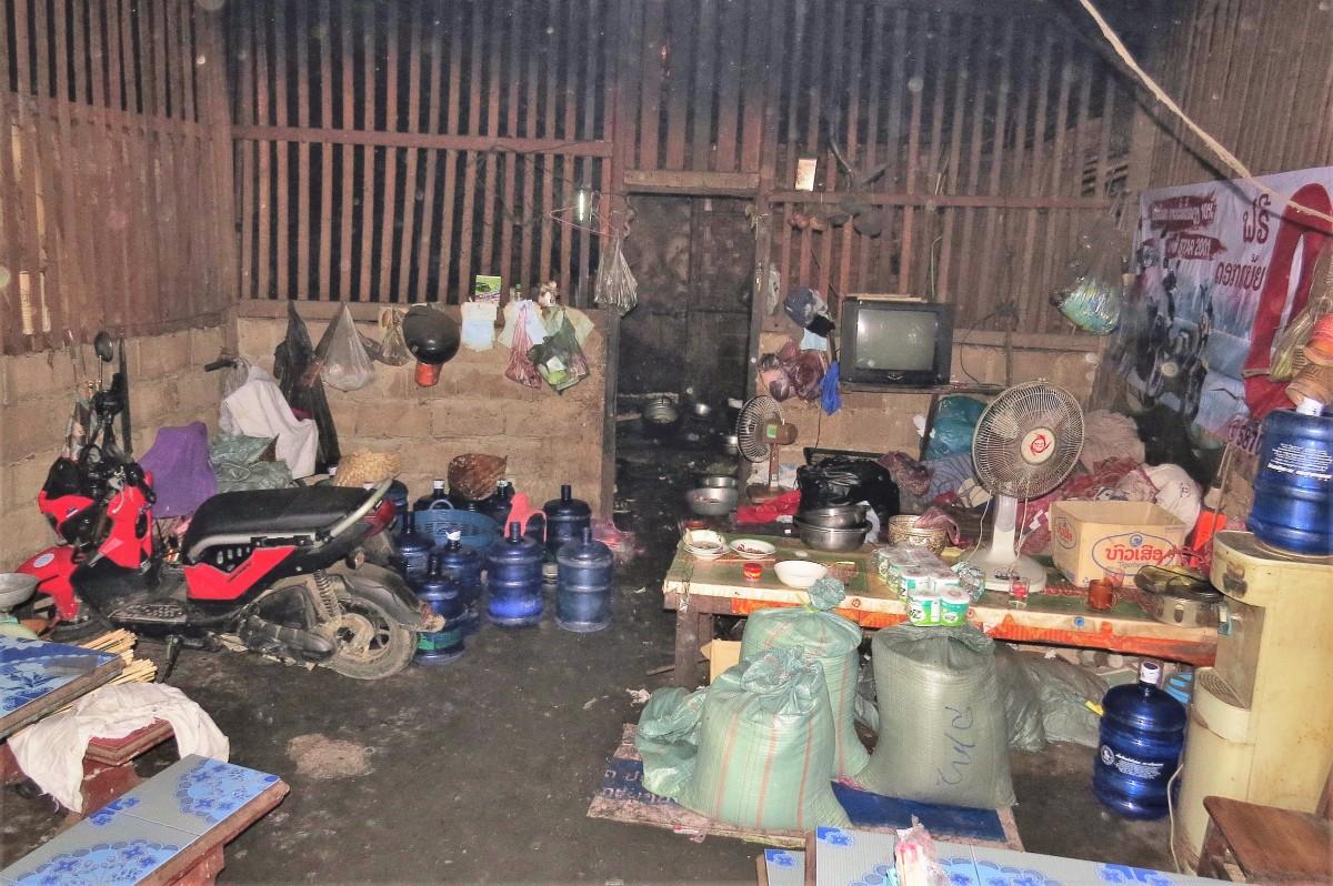 Zdjęcia: Luangprabang, Wnętrze restauracji, ale jedzenie było super, LAOS