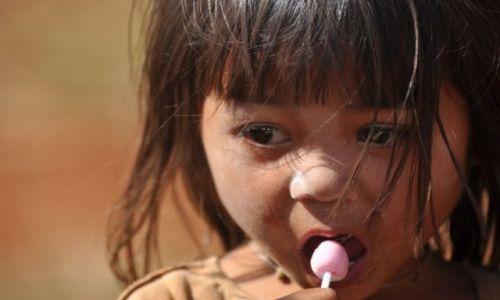 Zdjecie LAOS / - / okolice Pakse / Dziewczynka z lizakiem