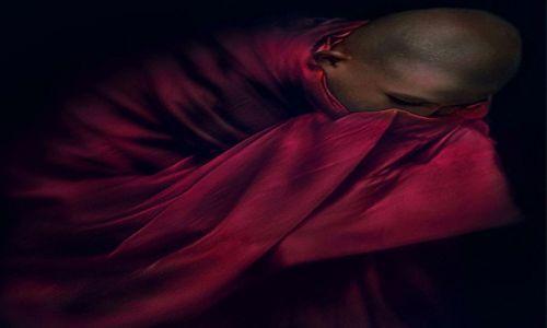 Zdjecie LAOS / blisko granicy z Birma / klasztor / portret intymny