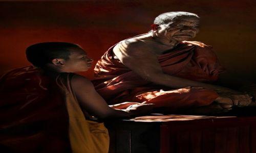 Zdjecie LAOS / Vientiane / Vientiane / Powazne rozmowy