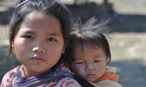 Zdjęcie LAOS / Luangprabang / okolice / Rodzeństwo