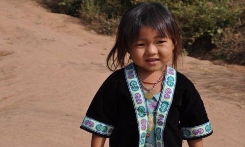 Zdjęcie LAOS / północny Laos / wioska przy Mekongu / Elegantka