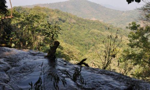 Zdjecie LAOS / północny Laos / okolice Louangphrabang / Początek wodospadu
