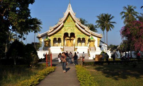 Zdjęcie LAOS / północny Laos / Louangphrabang / Świątynia w ogrodach królewskich